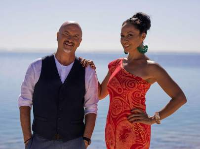 Pacific-Island-Food-Revolution-host-Robert-Oliver-is-joined-by-Samoa-co-host-Dora-Rossi-thumbnail